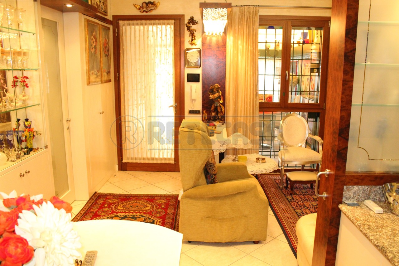 Appartamento in buone condizioni arredato in vendita Rif. 7372468