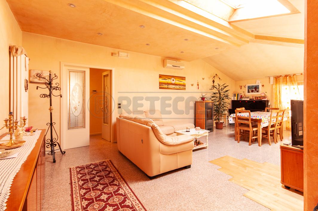 Appartamento in vendita a Chiampo, 6 locali, prezzo € 165.000 | CambioCasa.it