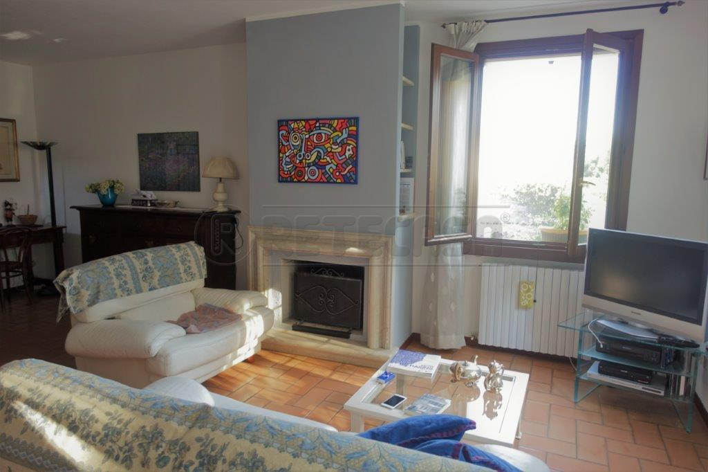 Villa in ottime condizioni in vendita Rif. 9552182