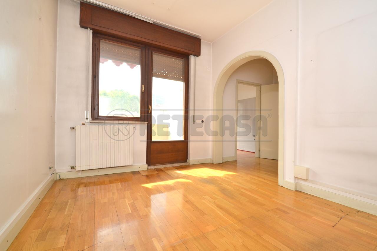 Appartamento in vendita a Valdagno, 7 locali, prezzo € 54.000 | PortaleAgenzieImmobiliari.it