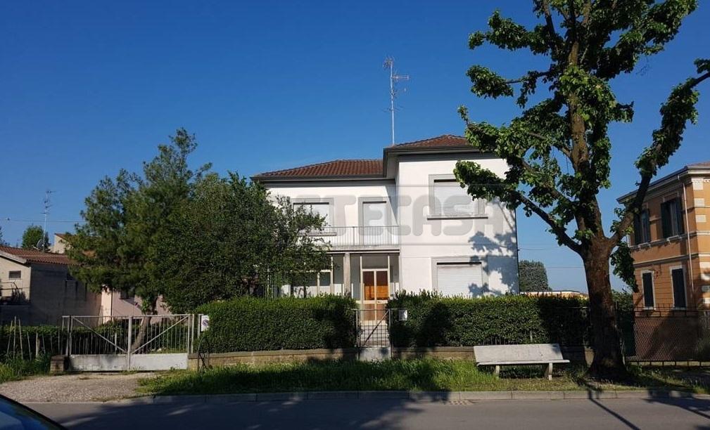Villa in discrete condizioni in vendita Rif. 10174757