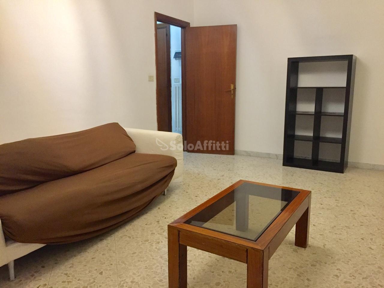 Trilocale in buone condizioni arredato in affitto Rif. 9706693