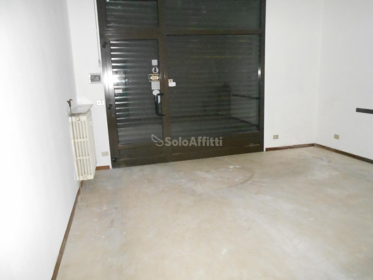 Fondo/negozio - 1 vetrina/luce a Cantù Rif. 8729819