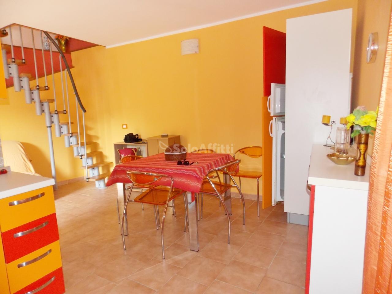 Casa Indipendente in buone condizioni arredato in affitto Rif. 9209079