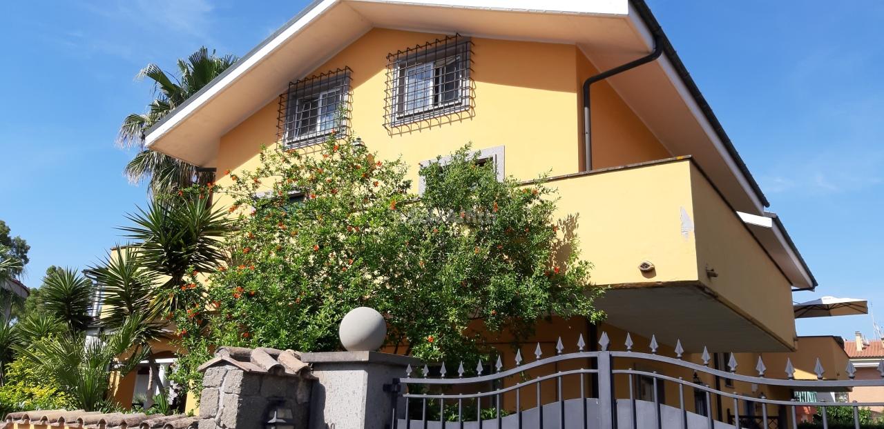 Trilocale in buone condizioni in affitto Rif. 11306420