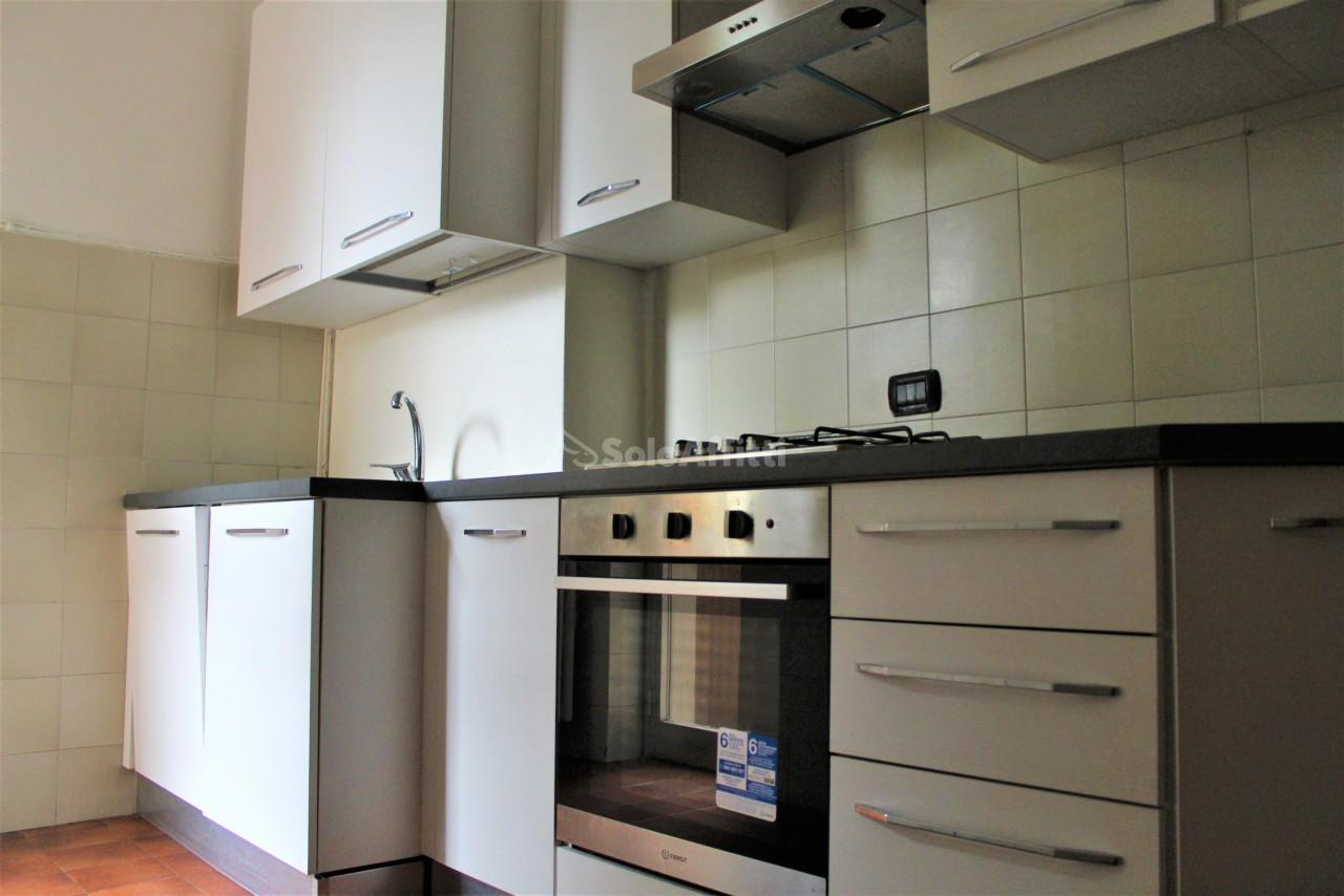 Trilocale in buone condizioni in affitto Rif. 12283147