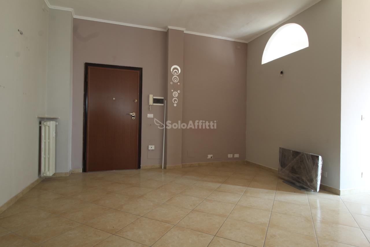 Trilocale da ristrutturare in affitto Rif. 9802885