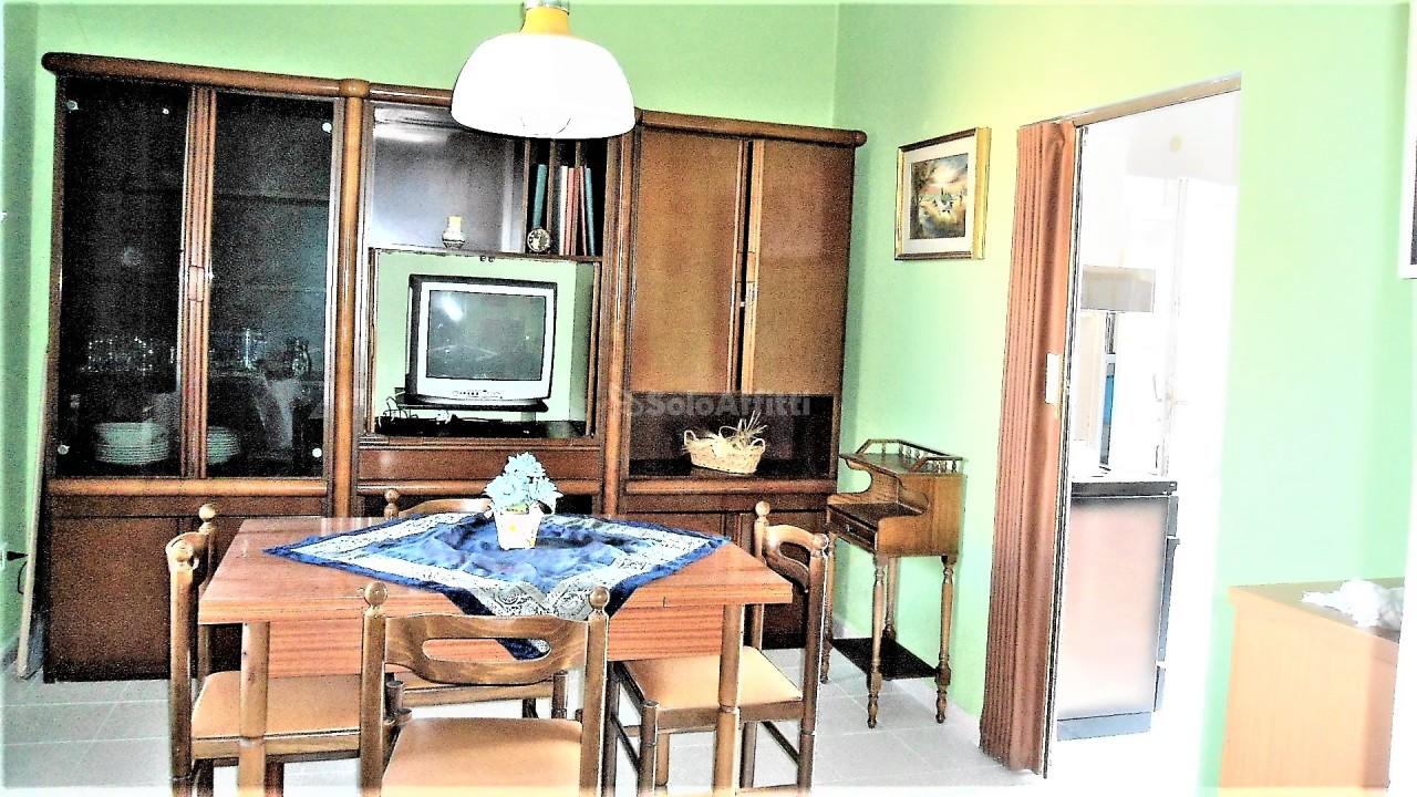 Bilocale in discrete condizioni arredato in affitto Rif. 8323056