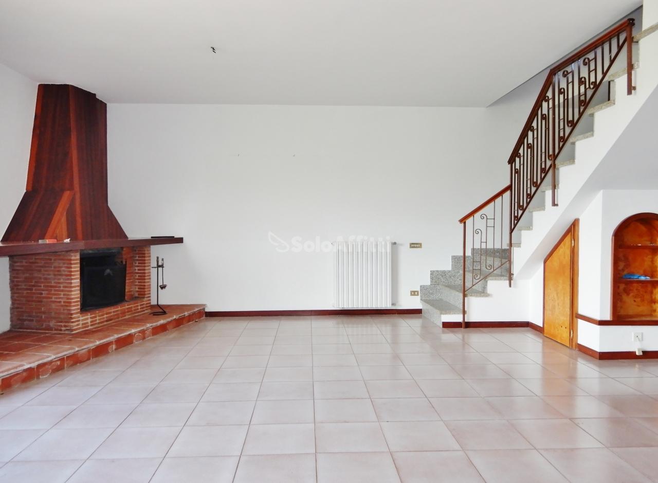 Villa in buone condizioni in affitto Rif. 11077249