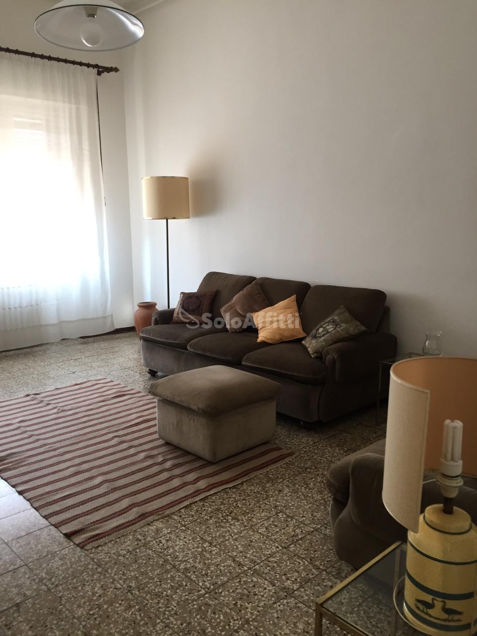 Appartamento in buone condizioni arredato in affitto Rif. 10763747