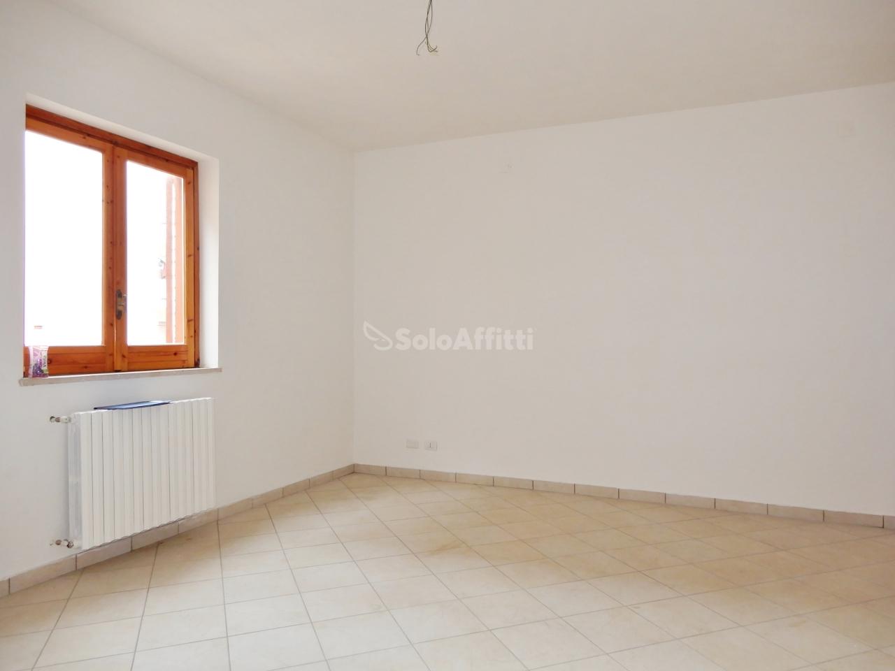 Quadrilocale ristrutturato in affitto Rif. 10063139