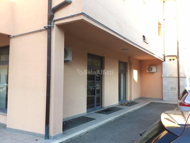 Fondo/negozio - 4 vetrine/luci a Regioni, Grosseto