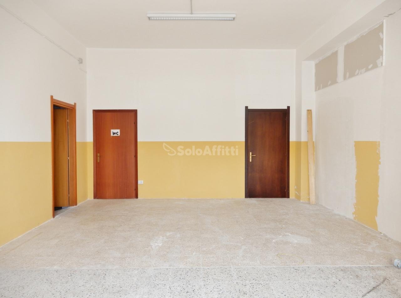 Fondo/negozio - 2 vetrine/luci a Stadio, Catanzaro Rif. 4133853