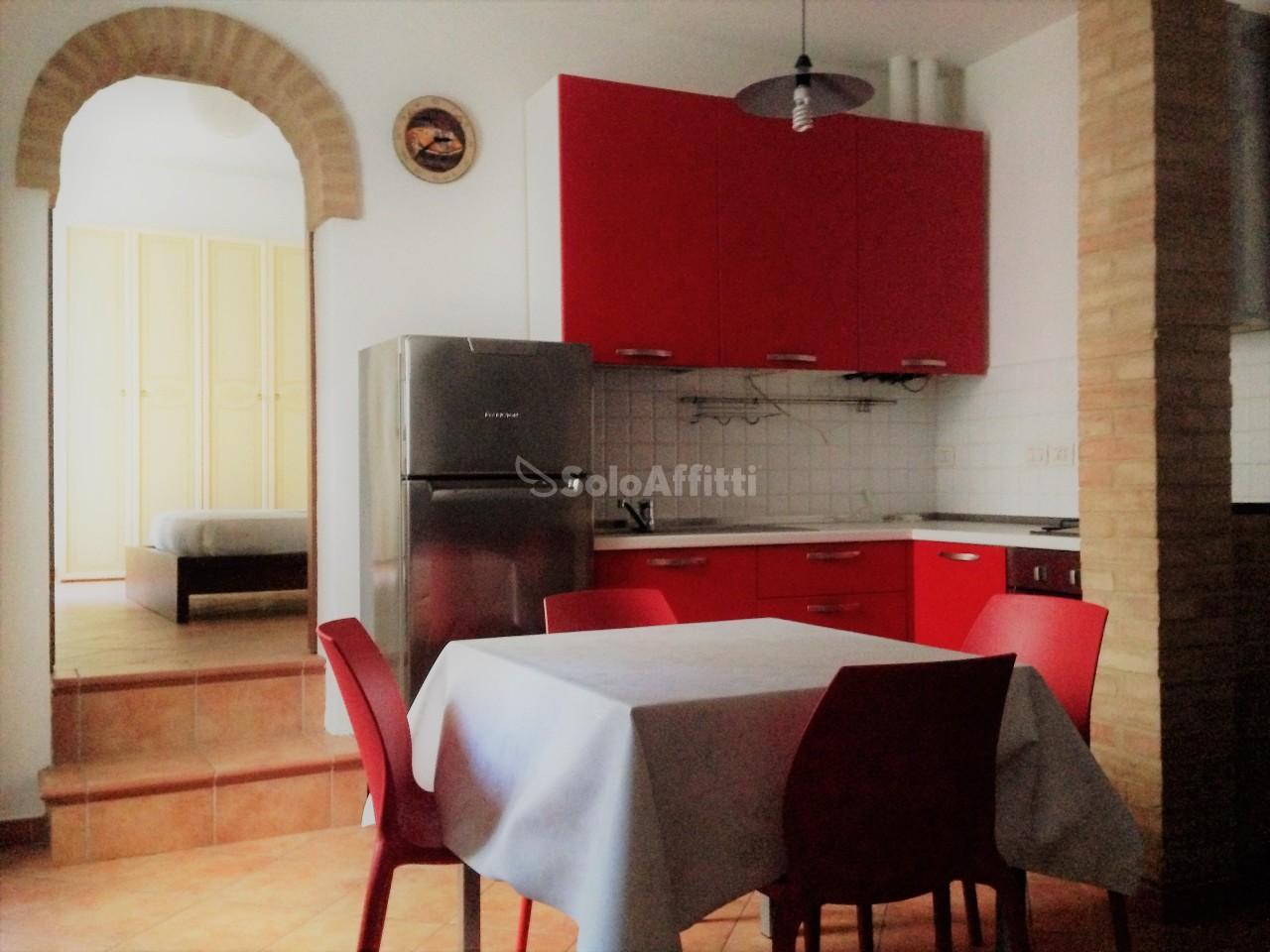 Bilocale in ottime condizioni arredato in affitto Rif. 8971541