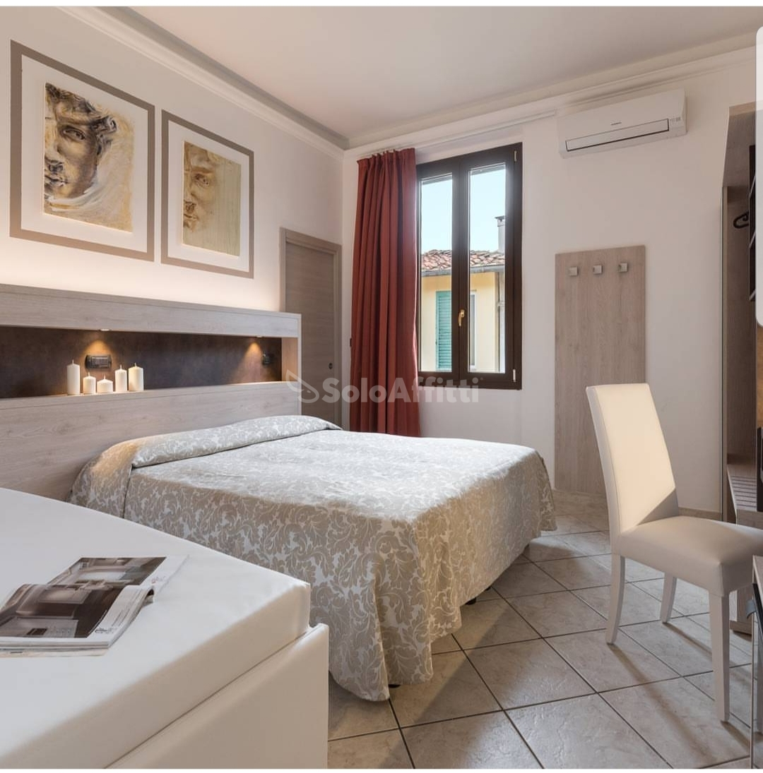 Stanza / posto letto in ottime condizioni arredato in affitto Rif. 12323432