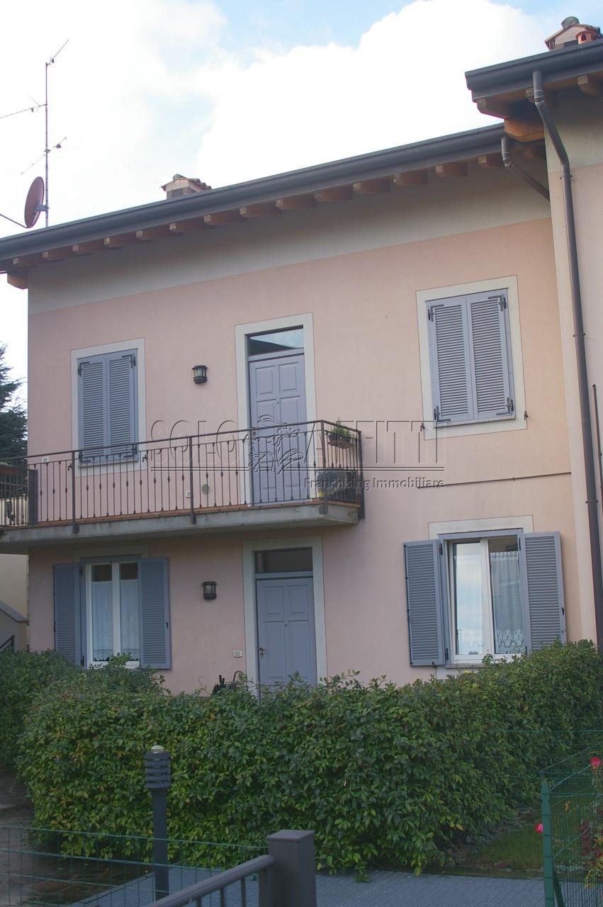 Bilocale in ottime condizioni arredato in affitto Rif. 12389142