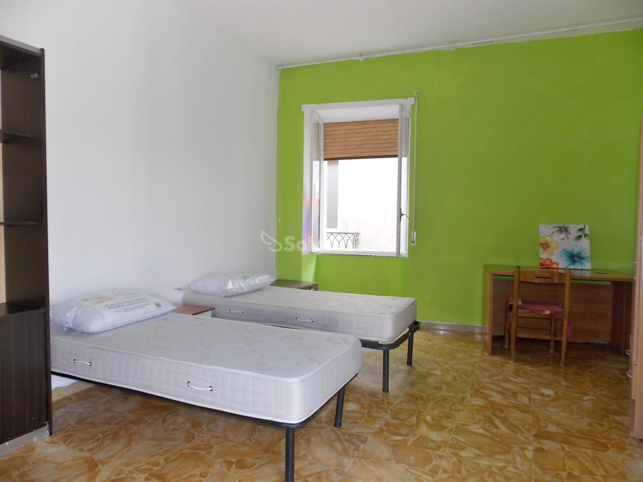 Stanza / posto letto in buone condizioni arredato in affitto Rif. 4133847