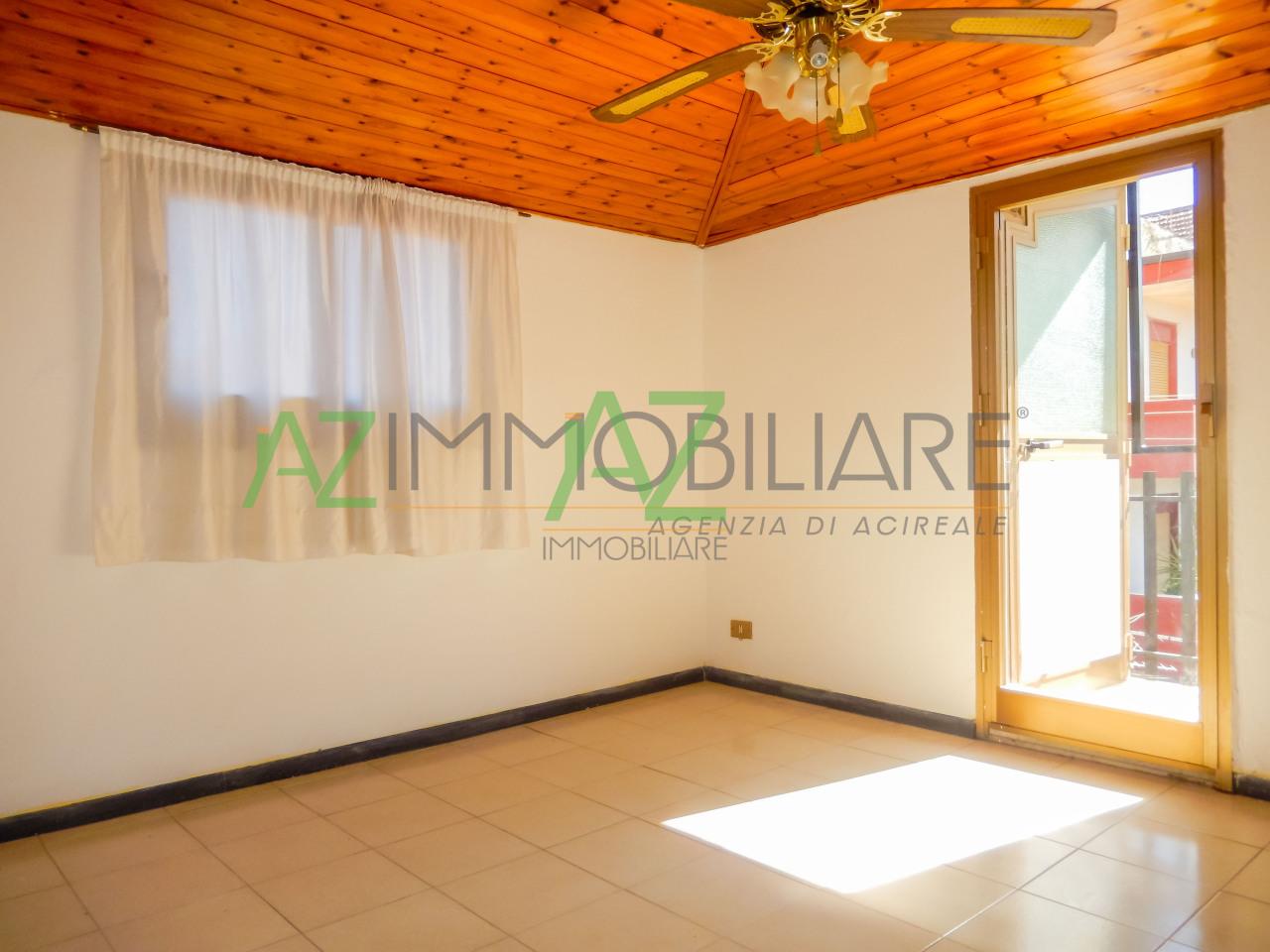 Appartamento in buone condizioni in vendita Rif. 9821671