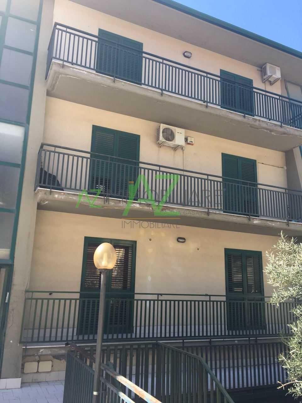 Appartamento in buone condizioni in vendita Rif. 11100631