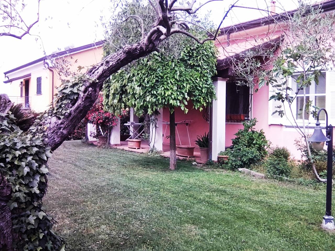 Villa in vendita a Sarzana, 7 locali, prezzo € 900.000 | CambioCasa.it