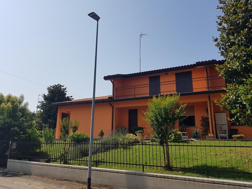 Villetta a schiera in ottime condizioni in vendita Rif. 6946107