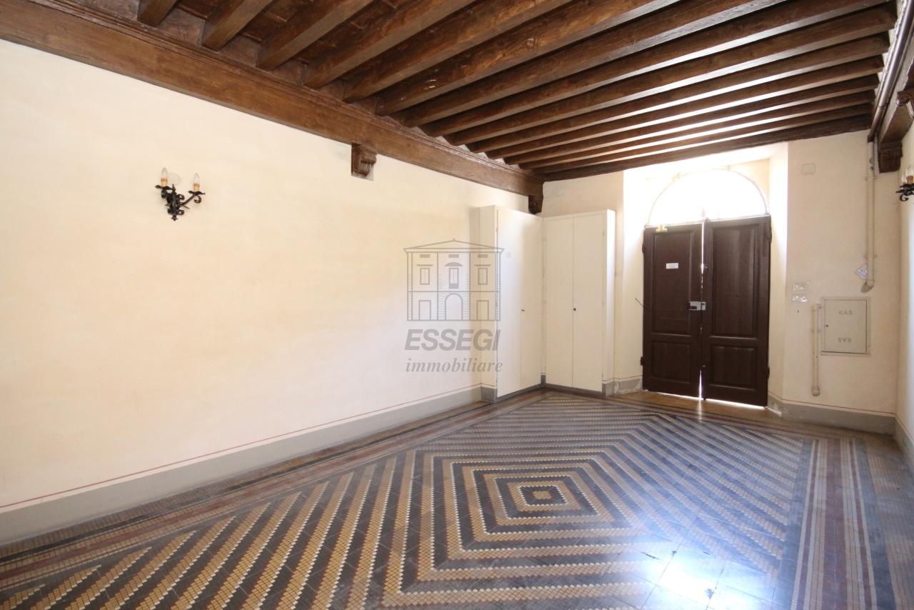 Appartamento Lucca Centro storico IA03358 img 40
