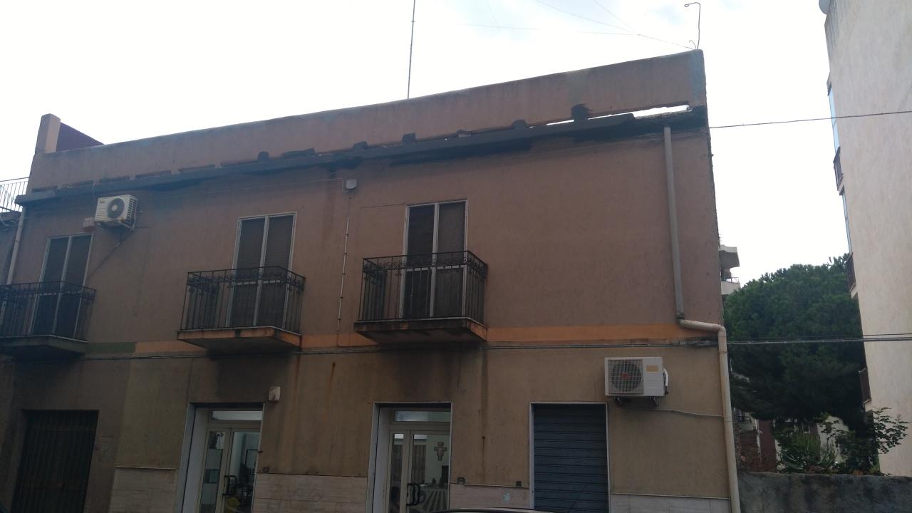 Appartamento in vendita a Reggio Calabria, 5 locali, prezzo € 120.000 | CambioCasa.it