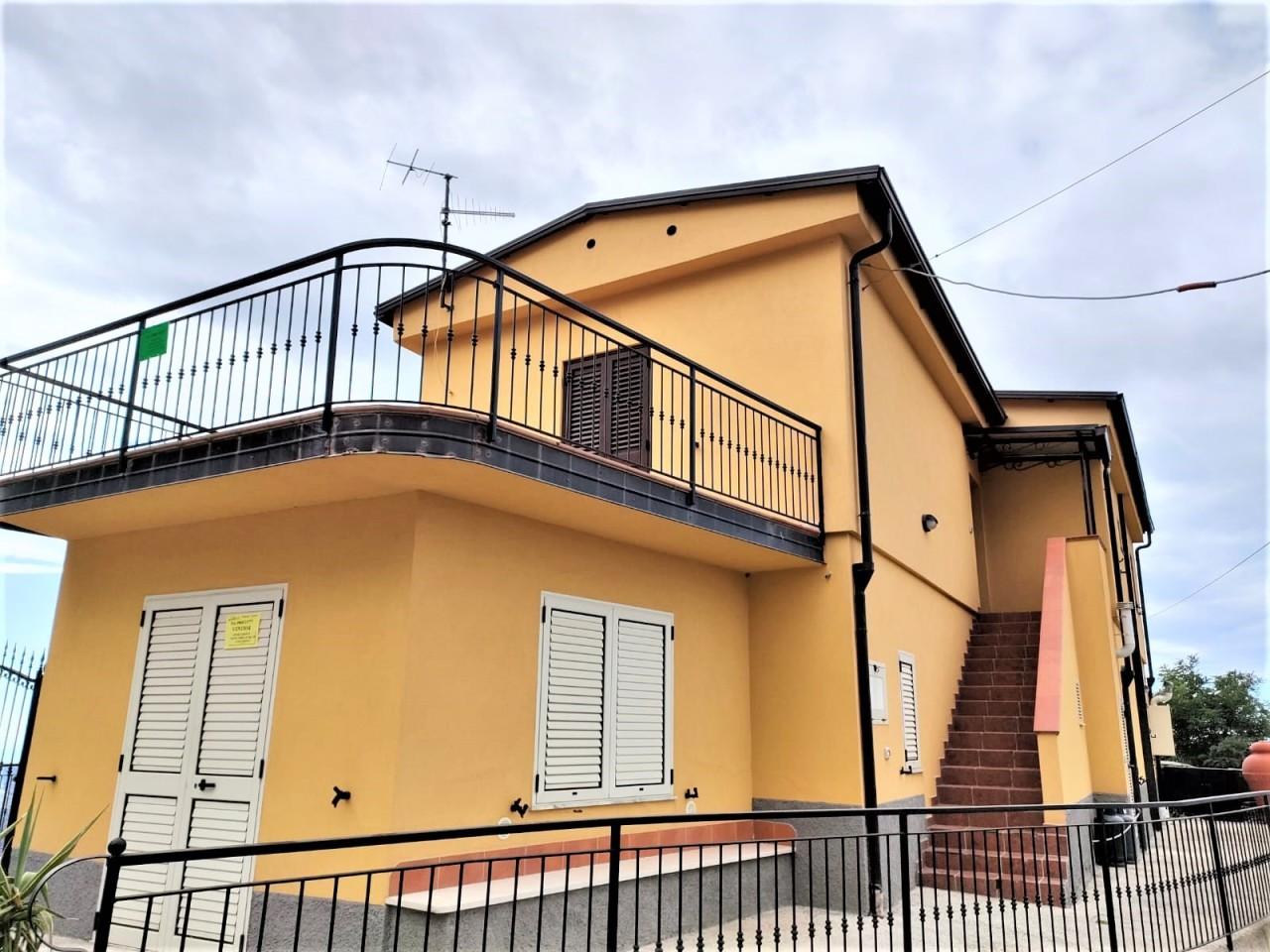 Soluzione Semindipendente in affitto a Bova, 4 locali, prezzo € 270 | CambioCasa.it
