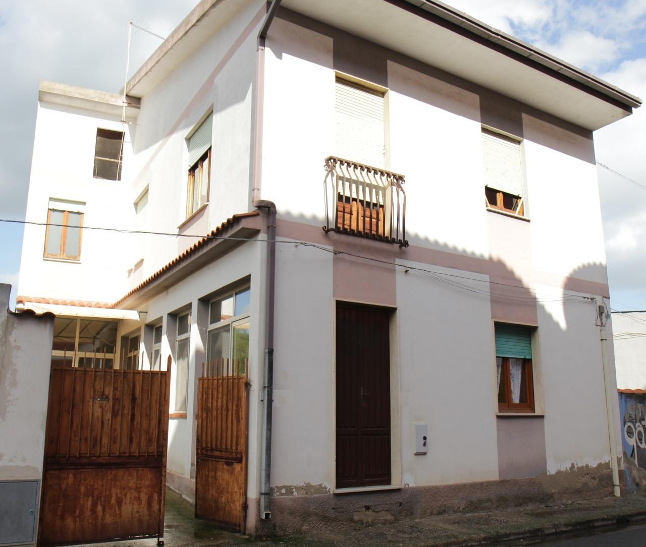 Casa Indipendente in discrete condizioni in vendita Rif. 8844172