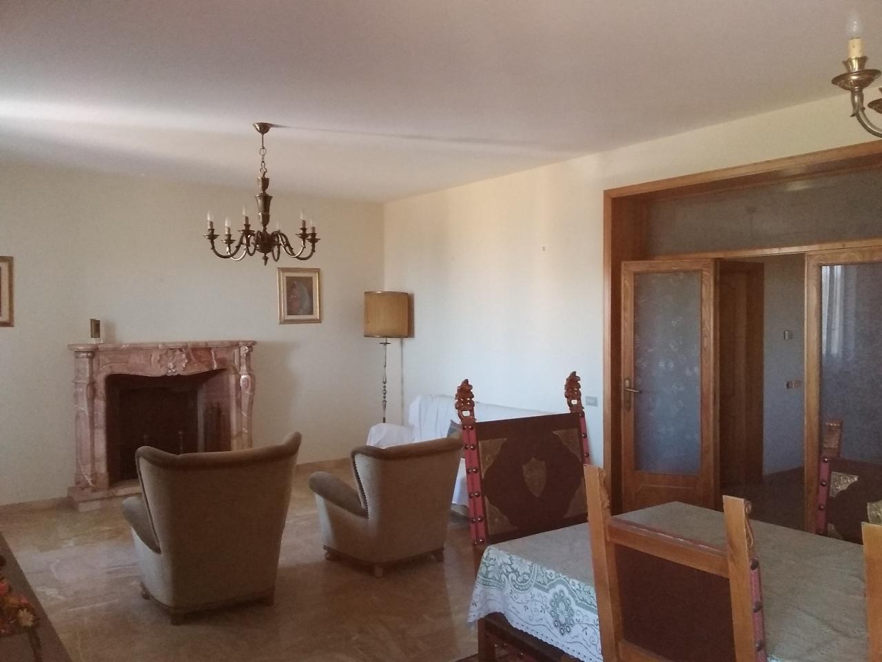 Casa Indipendente in discrete condizioni in vendita Rif. 10899278