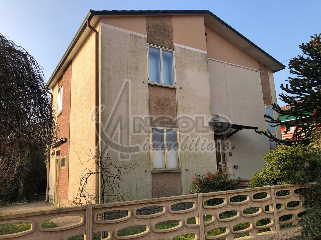 Soluzione Indipendente in vendita a Stienta, 7 locali, prezzo € 109.000 | CambioCasa.it