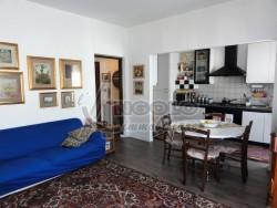 Appartamento in Vendita a Rovigo, zona CENTRO-QUARTIERI , 76'000€, 95 m², con Box