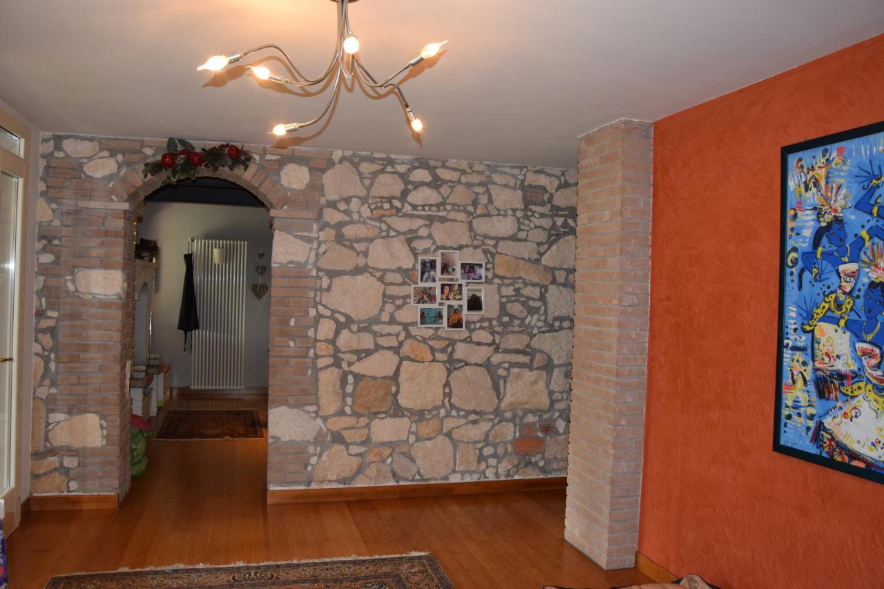 Appartamento in ottime condizioni in vendita Rif. 4155827