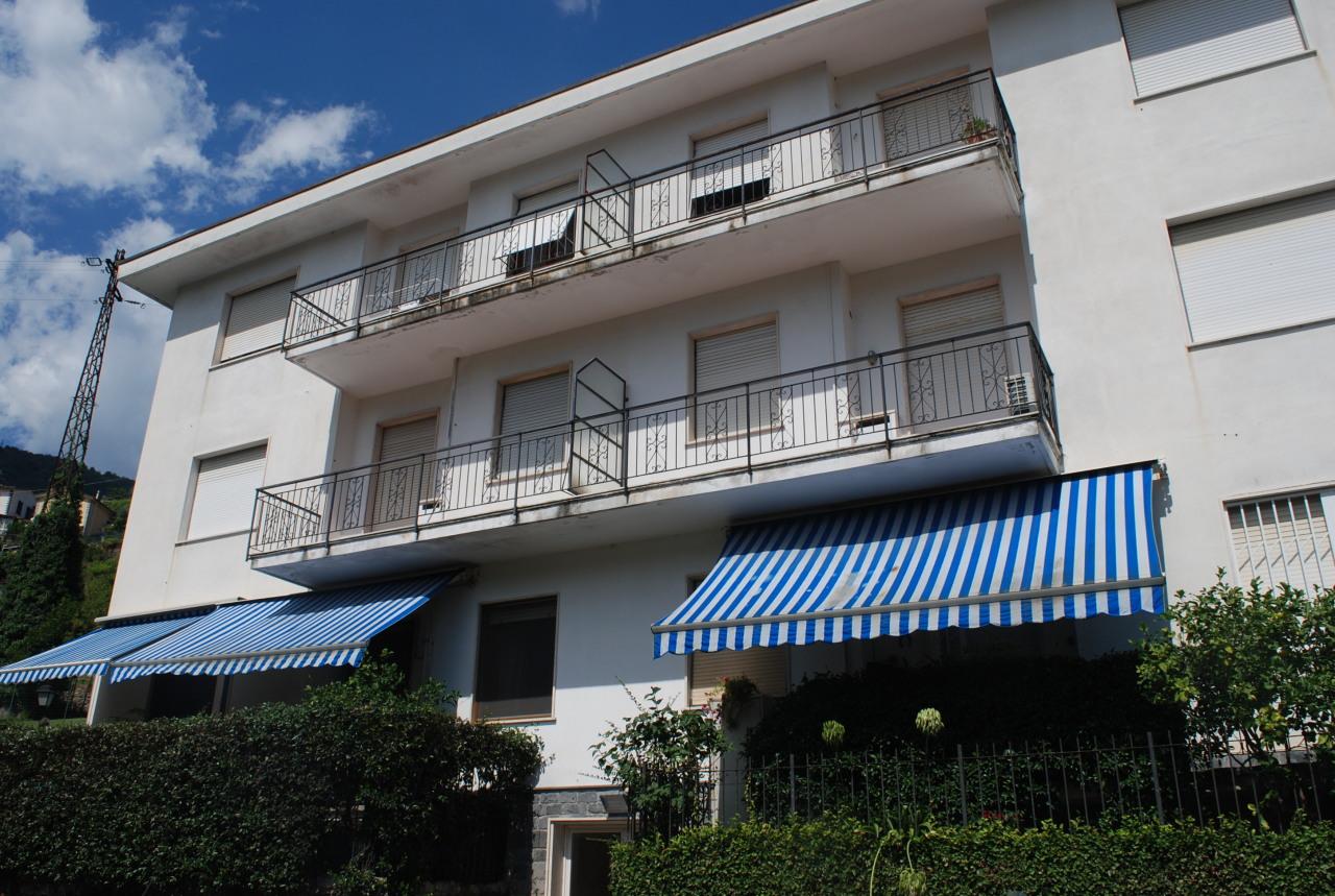 Appartamento in buone condizioni in vendita Rif. 9811282