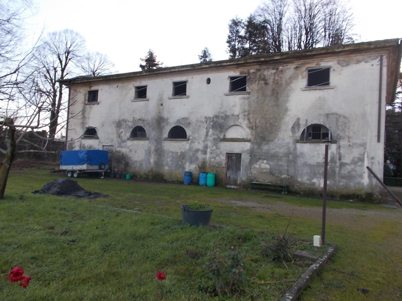 Villa a Pressi Centro, Montale