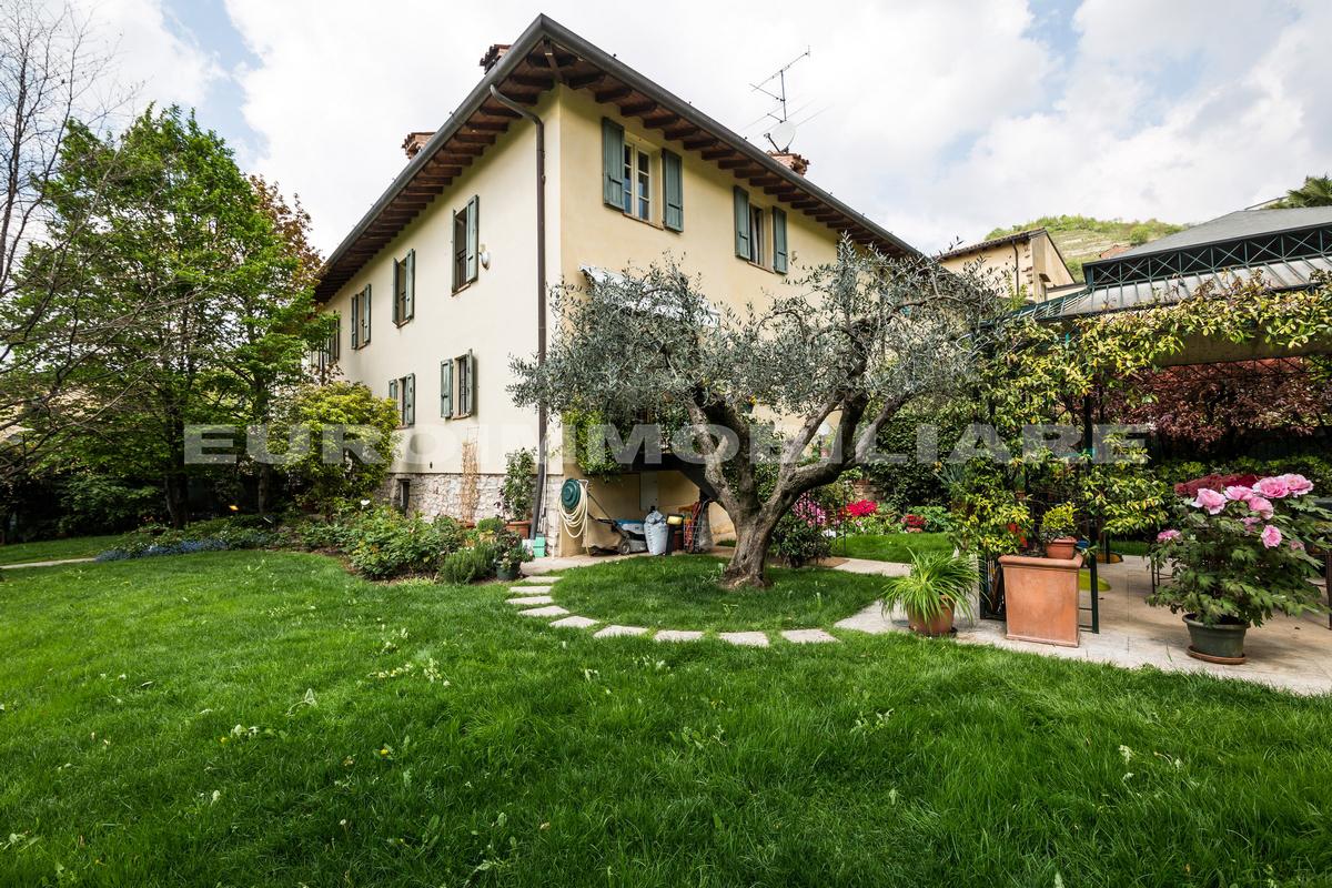 Appartamento in vendita a Cellatica, 7 locali, prezzo € 840.000   CambioCasa.it