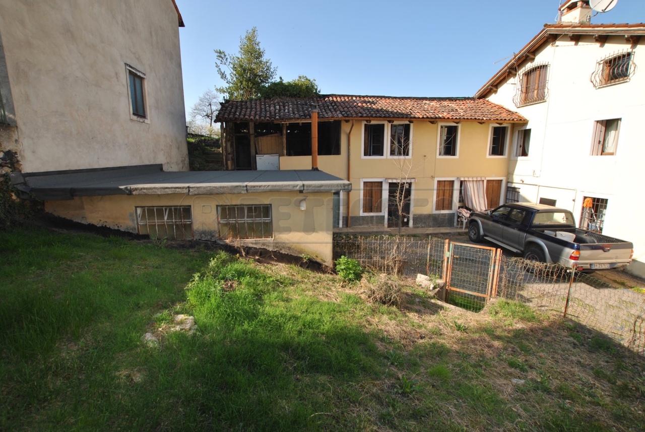 Casa Indipendente in discrete condizioni in vendita Rif. 12393435