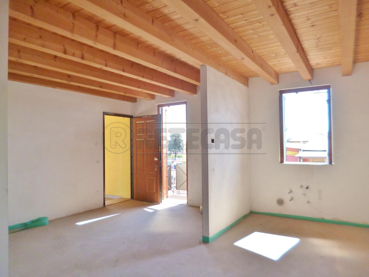 Appartamento in vendita a Veronella, 5 locali, prezzo € 78.000   PortaleAgenzieImmobiliari.it