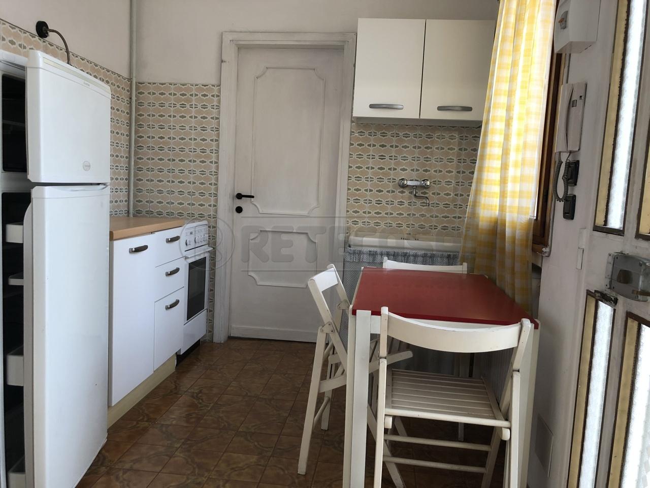 Appartamento in buone condizioni arredato in affitto Rif. 9917724