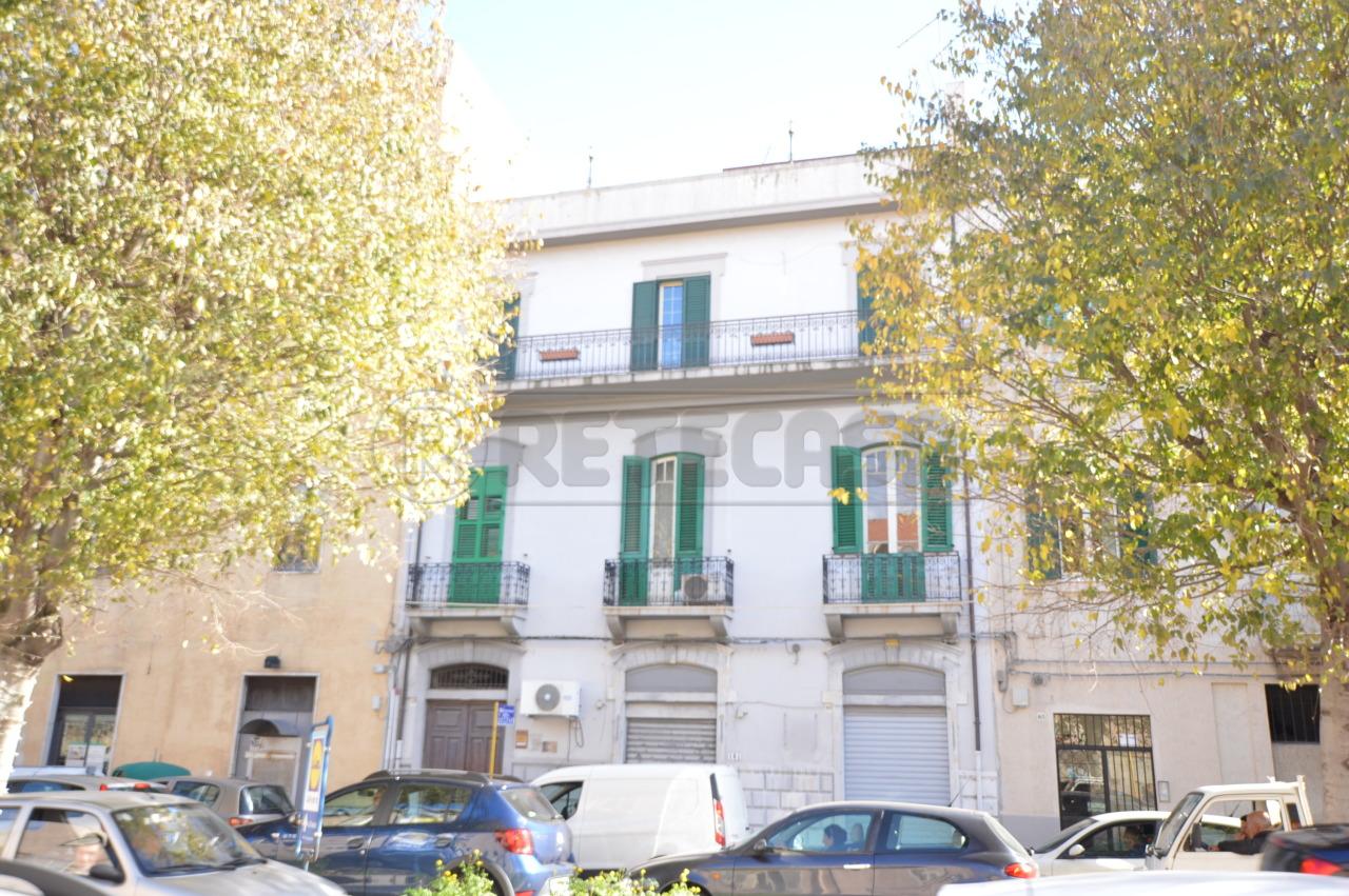 Appartamento in buone condizioni in affitto Rif. 9191105