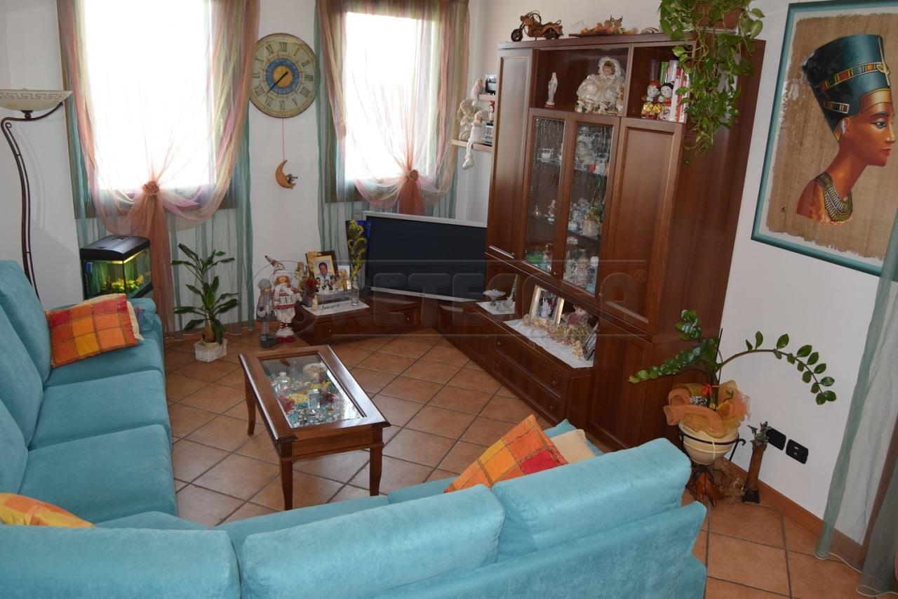 Appartamento in vendita a Malo, 5 locali, prezzo € 120.000   CambioCasa.it