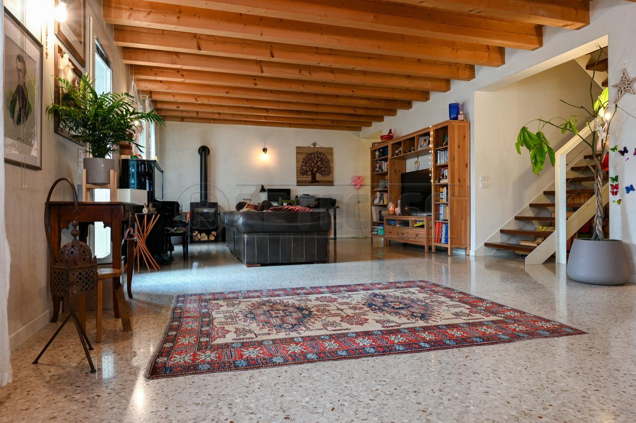 Soluzione Semindipendente in vendita a San Pietro in Gu, 8 locali, prezzo € 290.000 | CambioCasa.it