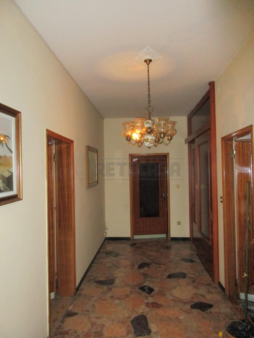 Casa Indipendente in discrete condizioni in vendita Rif. 9357747