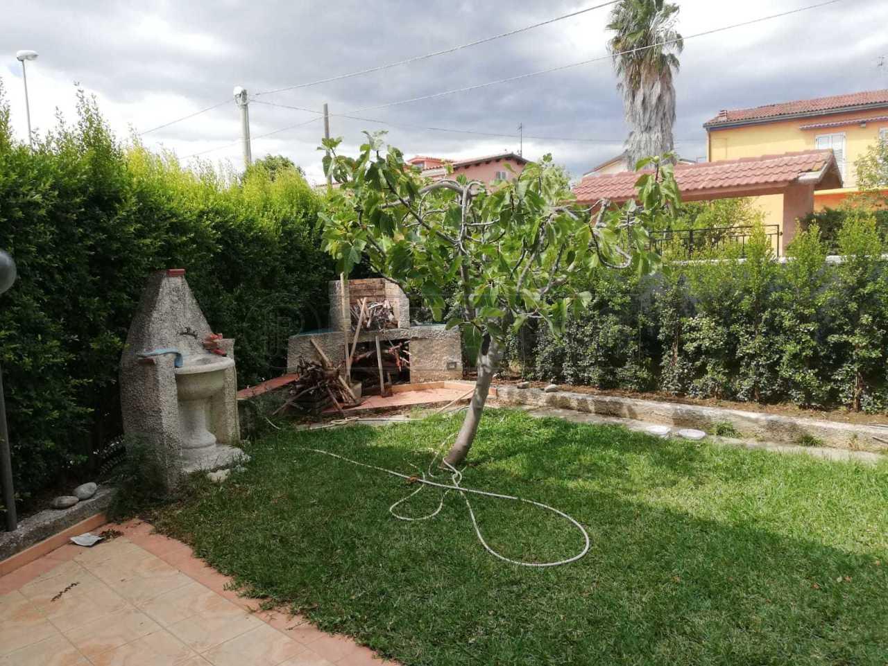 Appartamento in discrete condizioni in vendita Rif. 11085894