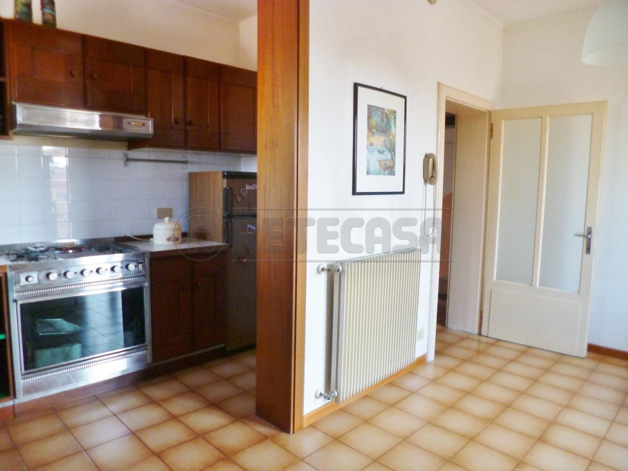Appartamento in vendita a Lonigo, 4 locali, prezzo € 48.000 | CambioCasa.it