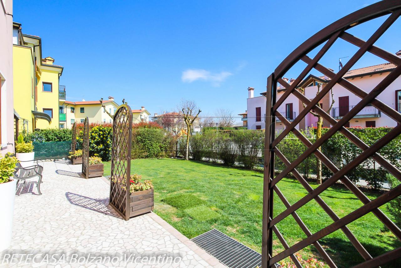 Appartamento in buone condizioni in vendita Rif. 9950188