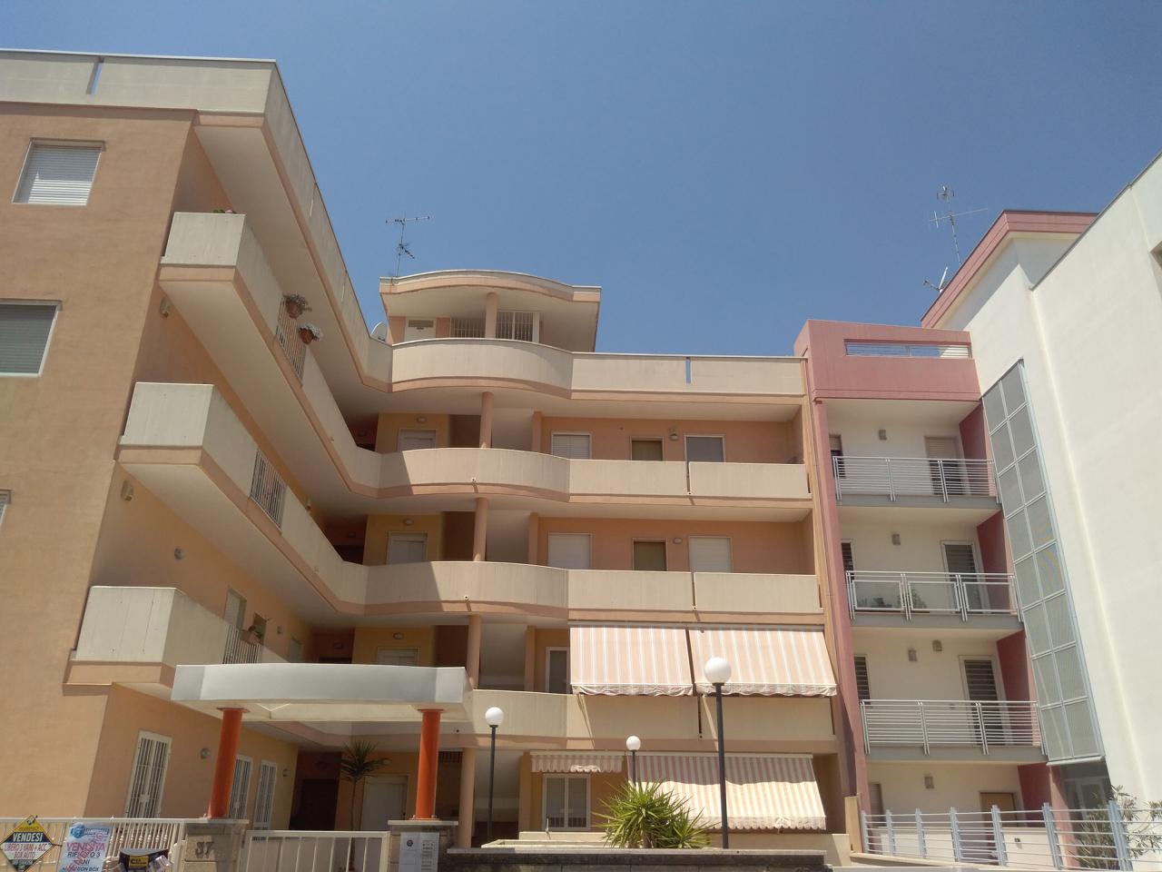 Appartamento in buone condizioni in vendita Rif. 10702042