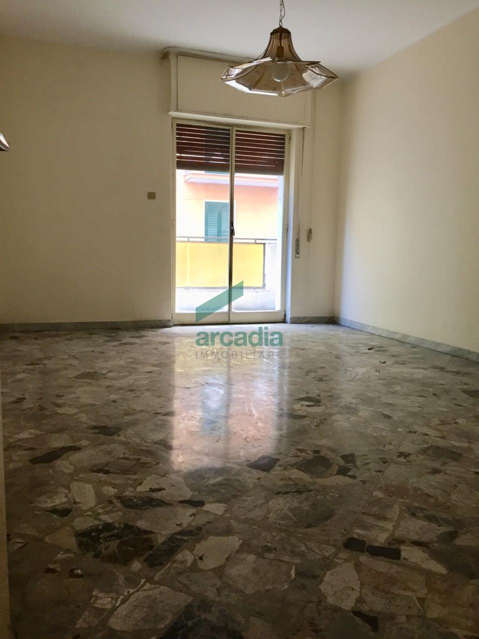 Appartamento in vendita a Bari, 4 locali, prezzo € 169.000 | CambioCasa.it