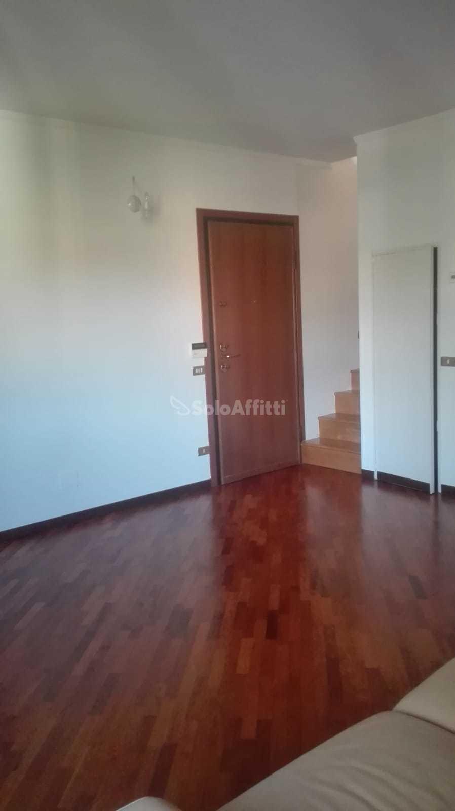 SoloASffittiParma1,4 camere via Zarotto con garage