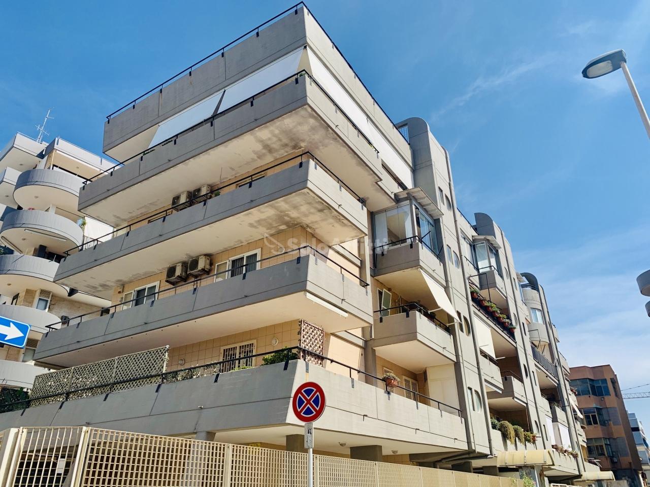 Monolocale in buone condizioni arredato in affitto Rif. 10231021